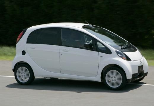 MITSUBISHI i-MiEV hatchback biały przedni prawy