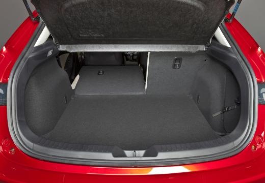 MAZDA 3 V hatchback przestrzeń załadunkowa