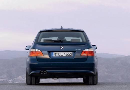 BMW Seria 5 Touring E61 II kombi niebieski jasny tylny