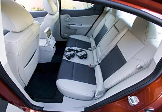 DODGE Avenger I sedan wnętrze