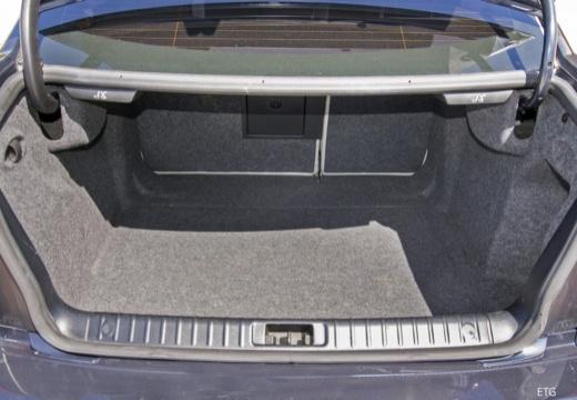 CADILLAC BLS I sedan przestrzeń załadunkowa