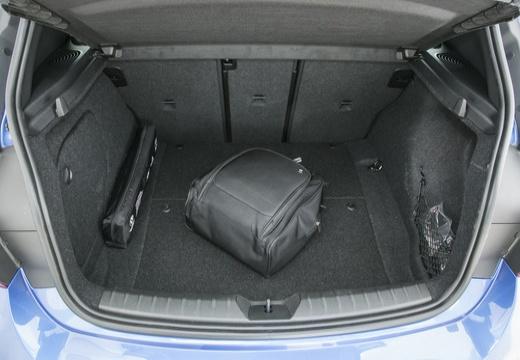 BMW Seria 1 F21 II hatchback przestrzeń załadunkowa