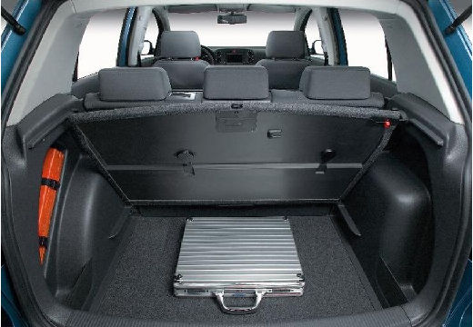 VOLKSWAGEN Golf V Plus hatchback niebieski jasny przestrzeń załadunkowa