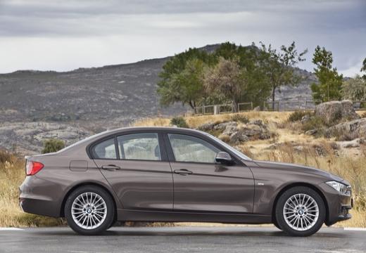 BMW Seria 3 F30 sedan brązowy boczny prawy