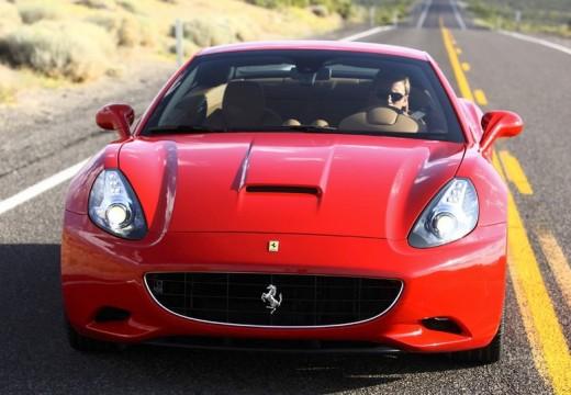 FERRARI California kabriolet czerwony jasny przedni