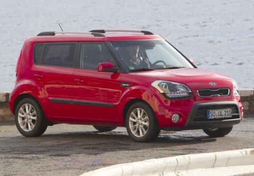 KIA Soul II hatchback czerwony jasny przedni prawy