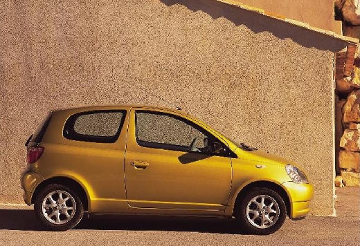 Toyota Yaris I hatchback złoty boczny prawy