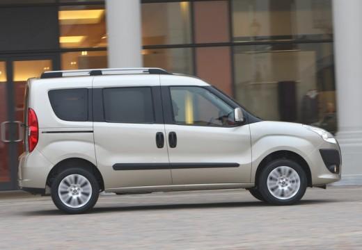 FIAT Doblo III kombi silver grey boczny prawy