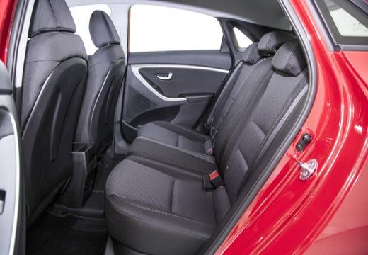 HYUNDAI i30 IV hatchback czerwony jasny wnętrze