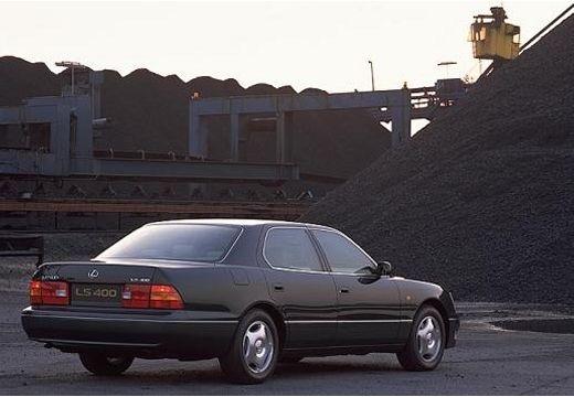 LEXUS LS 400 II sedan czarny tylny prawy