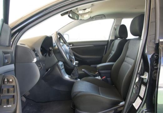 Toyota Avensis IV kombi czarny wnętrze