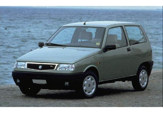 LANCIA Y Hatchback 10