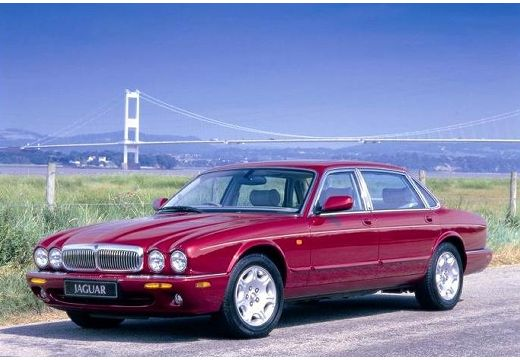 JAGUAR XJ III sedan bordeaux (czerwony ciemny) przedni lewy