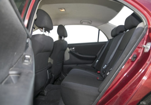 Toyota Corolla VII sedan czerwony jasny wnętrze