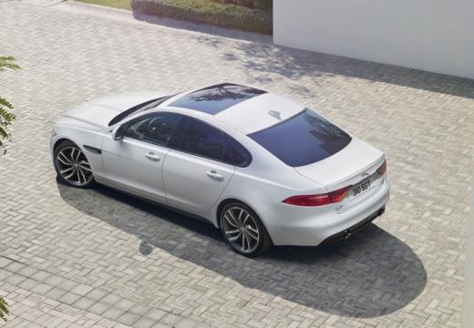 JAGUAR XF II sedan biały górny tylny