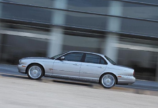 JAGUAR XJ sedan silver grey boczny lewy