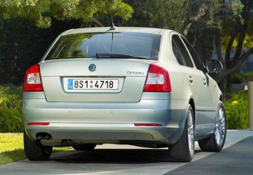 SKODA Octavia II II hatchback silver grey tylny prawy