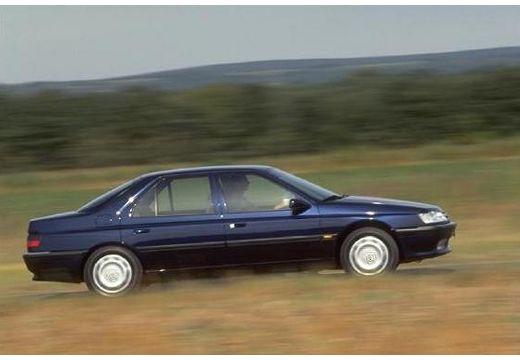 PEUGEOT 605 sedan niebieski jasny boczny prawy