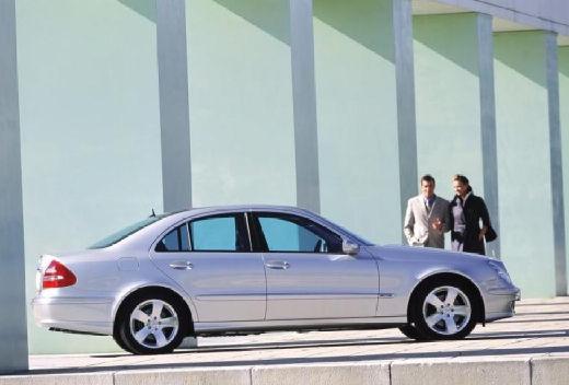 MERCEDES-BENZ Klasa E W 211 I sedan silver grey boczny prawy