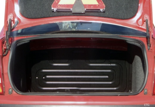 SKODA Fabia I sedan czerwony jasny przestrzeń załadunkowa