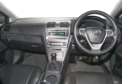 Toyota Avensis V kombi tablica rozdzielcza