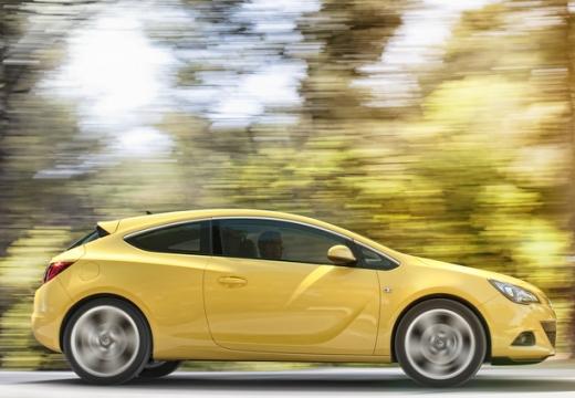 OPEL Astra IV GTC I hatchback żółty boczny prawy
