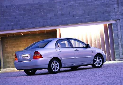Toyota Corolla VII sedan silver grey tylny prawy