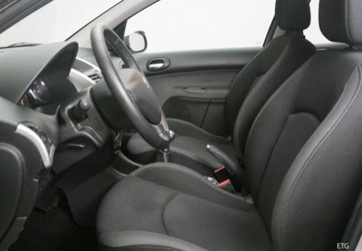 PEUGEOT 206+ I hatchback wnętrze