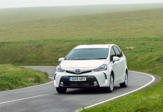 Toyota Prius kombi biały przedni lewy