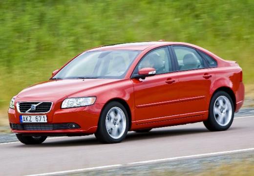 VOLVO S40 V sedan czerwony jasny przedni lewy