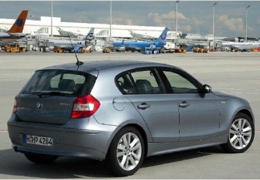 BMW Seria 1 hatchback szary ciemny tylny prawy
