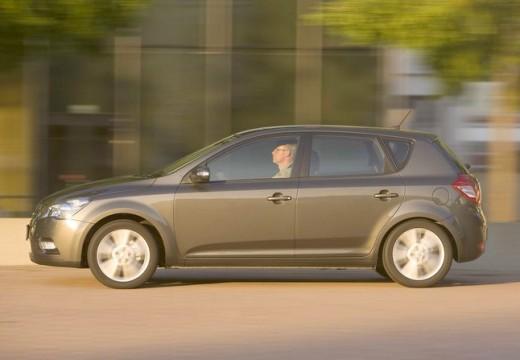 KIA Ceed II hatchback silver grey boczny lewy