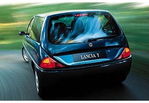 LANCIA Y hatchback niebieski jasny tylny