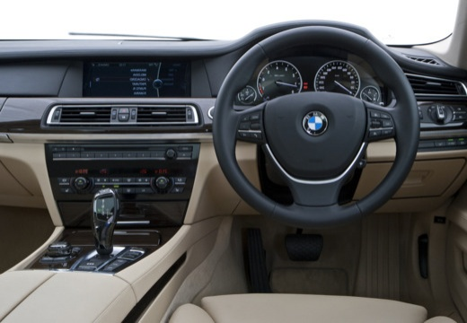 BMW Seria 7 F01 F02 I sedan silver grey tablica rozdzielcza