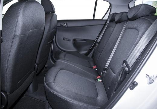 HYUNDAI i20 II hatchback biały wnętrze