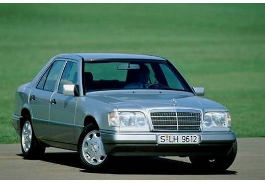 MERCEDES-BENZ Klasa E W124 sedan silver grey przedni prawy