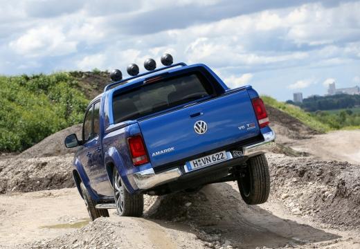VOLKSWAGEN Amarok pickup niebieski jasny tylny lewy