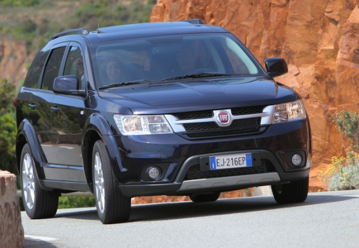 FIAT Freemont van czarny przedni prawy