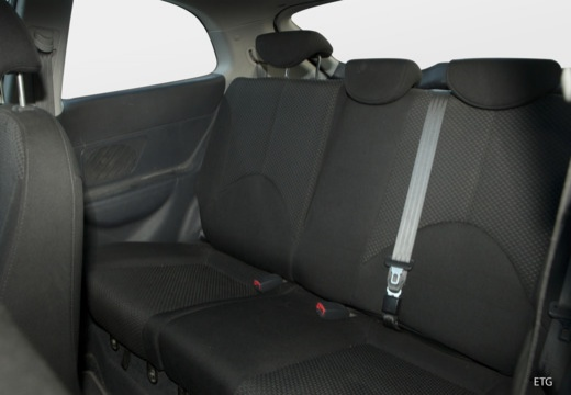 HYUNDAI Accent IV hatchback wnętrze