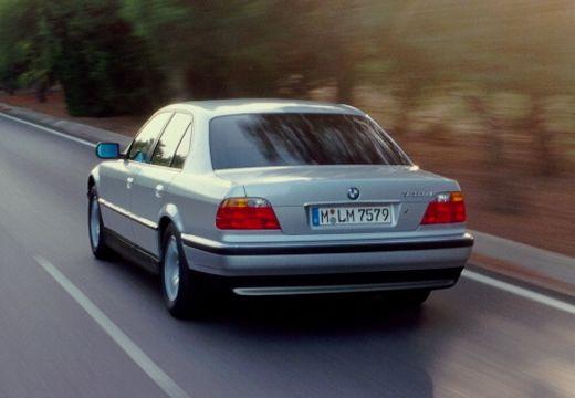 BMW Seria 7 E38 sedan silver grey tylny lewy