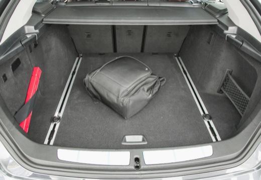 BMW Seria 3 Gran Turismo hatchback szary ciemny przestrzeń załadunkowa