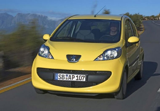 PEUGEOT 107 hatchback żółty przedni lewy