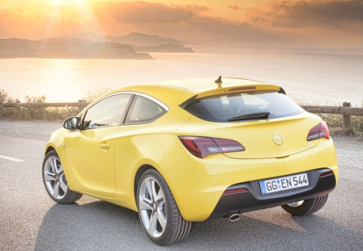 OPEL Astra IV GTC II hatchback żółty tylny prawy