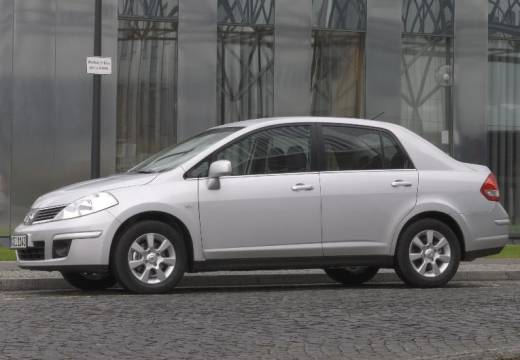 NISSAN Tiida sedan silver grey boczny lewy