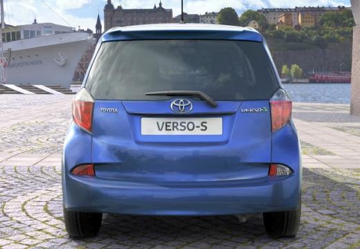 Toyota Verso-S hatchback niebieski jasny tylny