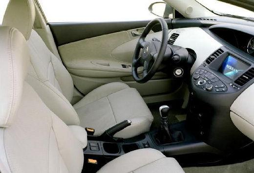 NISSAN Primera IV hatchback wnętrze
