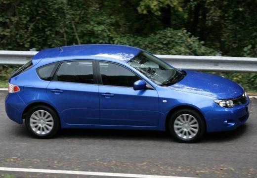 SUBARU Impreza I hatchback niebieski jasny boczny lewy