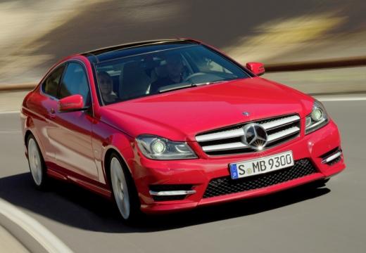 MERCEDES-BENZ Klasa C coupe czerwony jasny przedni prawy