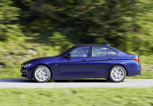 BMW Seria 3 F30/F80 sedan niebieski jasny boczny prawy