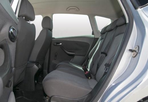 SEAT Toledo III hatchback wnętrze